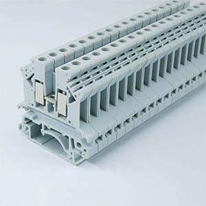 High dielectric HFFR PBT V0